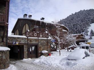 Façade Winte Andorre Grandvalira SOLDEU Complexe touristique Deusol