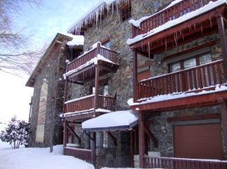 fachada-invierno_4-apartamentos-deusol-3000soldeu-estacion-grandvalira.jpg
