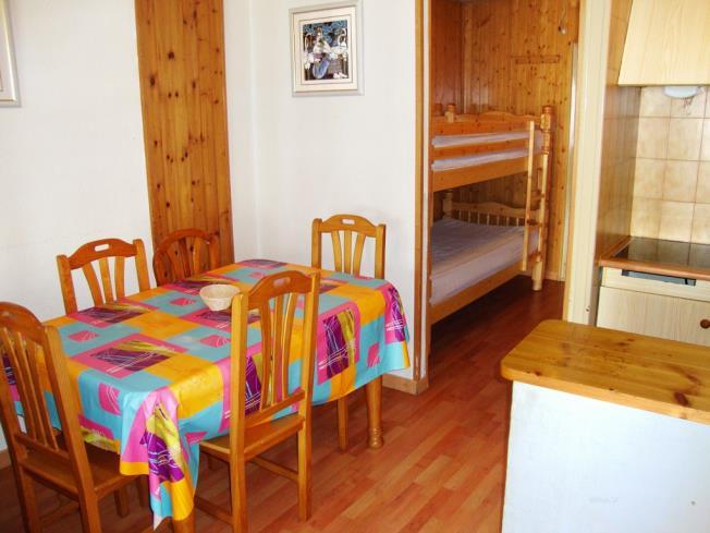 salon-comedor_16-apartamentos-lake-placid-3000pas-de-la-casa-estacion-grandvalira.jpg