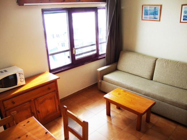 salon-comedor_3-apartamentos-lake-placid-3000pas-de-la-casa-estacion-grandvalira.jpg