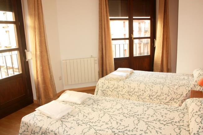 Dormitorio Apartamentos El Pilar Suites 3000 Zaragoza