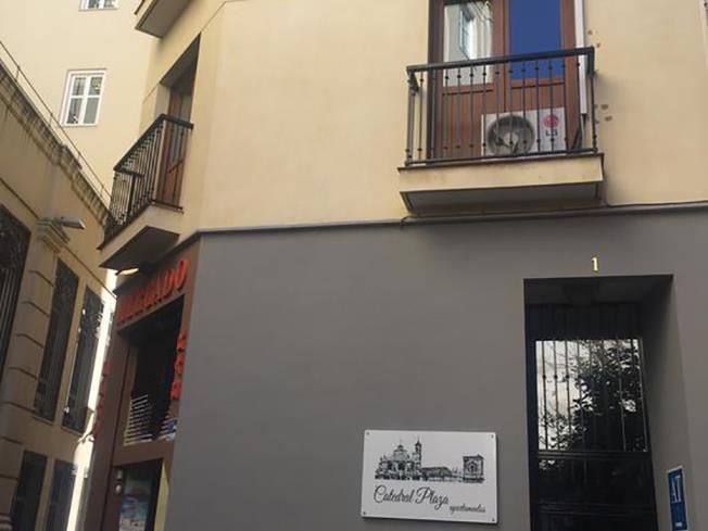 fachada-verano-granada-catedral-plaza-3000-granada-andalucia.jpg
