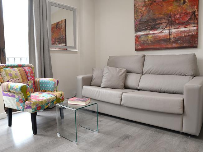 salon-apartamentos-mesones-18-3000-granada-andalucia.jpg