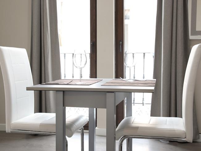 Salón comedor Apartamentos Mesones 18 3000 Granada