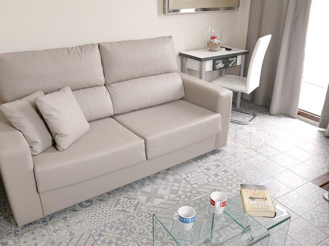 Salón Apartamentos Mesones 18 3000 Granada