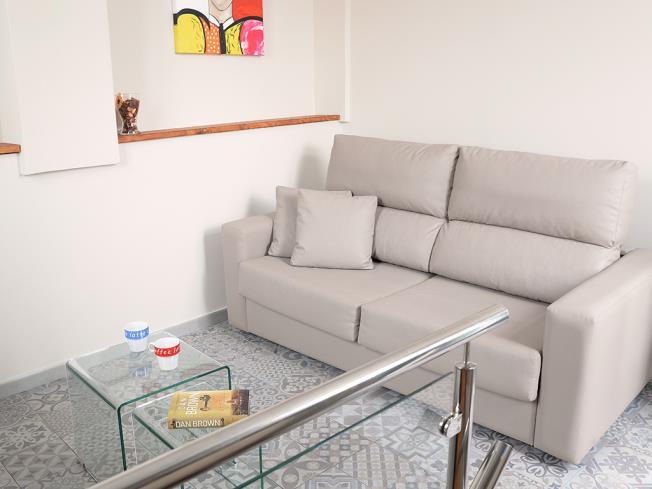 salon_3-apartamentos-mesones-18-3000granada-andalucia.jpg