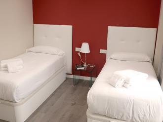 dormitorio_3-apartamentos-mesones-18-3000granada-andalucia.jpg