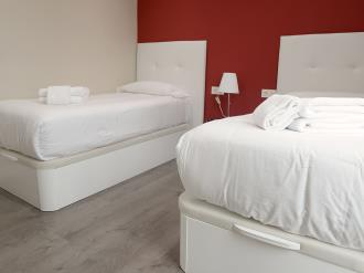dormitorio_5-apartamentos-mesones-18-3000granada-andalucia.jpg