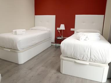 dormitorio-apartamentos-mesones-18-3000-granada-andalucia.jpg