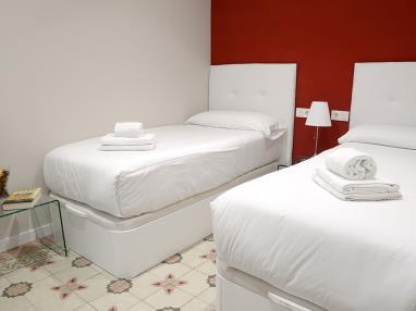 dormitorio_7-apartamentos-mesones-18-3000granada-andalucia.jpg