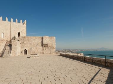 plaza-castillo-peniscola.jpg