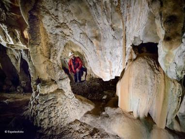 cueva-guixas5.jpg