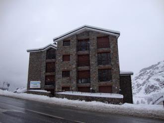 fachada-invierno_2-apartamentos-la-pleta-3000soldeu-estacion-grandvalira.jpg