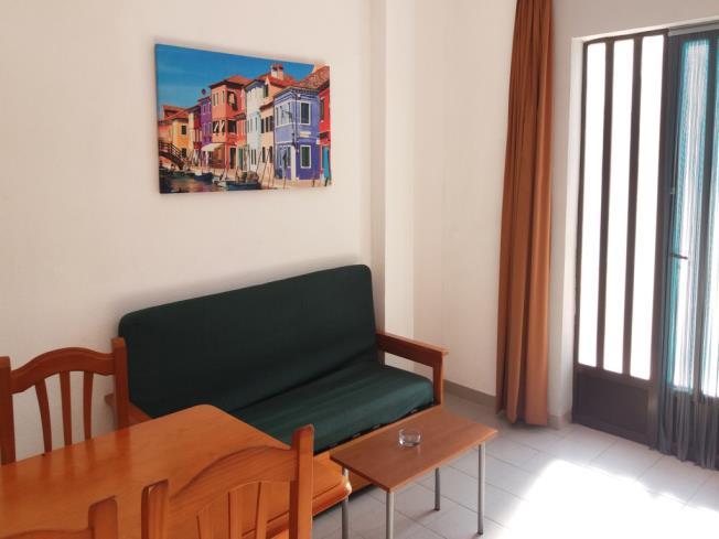 salon-comedor-apartamentos-entreplayas-3000-oropesa-del-mar-costa-azahar.jpg