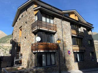 fachada-invierno-apartamentos-canillo-ribagrossa-3000-canillo-estacion-grandvalira.jpg