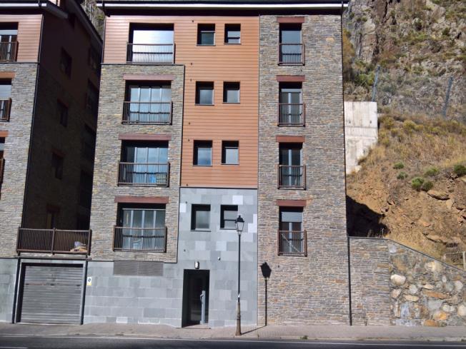 fachada-verano_5-apartamentos-canillo-les-moles-3000canillo-estacion-grandvalira.jpg
