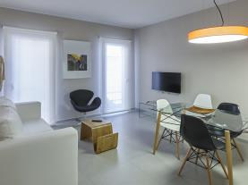 salon-comedor-1-apartamentos-caballerizas-granada-3000granada-andalucia.jpg