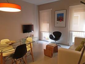 salon-comedor-4-apartamentos-caballerizas-granada-3000granada-andalucia.jpg