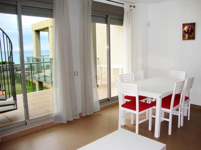 salon-comedor_8-apartamentos-alcocebre-suites-3000alcoceber-costa-azahar.jpg