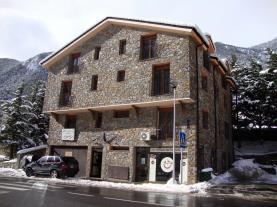 fachada-invierno-2-apartamentos-anem-3000ordino-estacion-vallnord.jpg