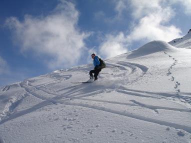 skiing-274394_1920.jpg