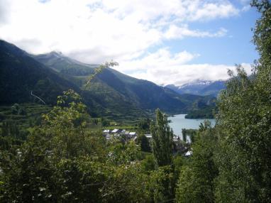 Puente de Octubre en el Pirineo Aragonés