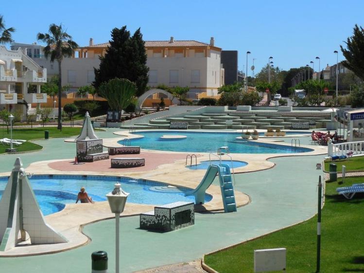 Apartamentos con piscina for Apartamentos con piscina y playa