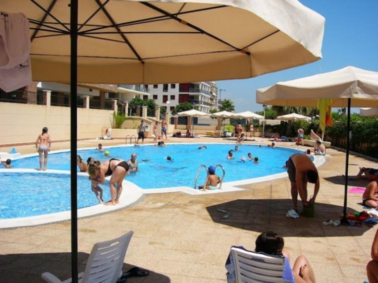 Apartamentos con piscina_7