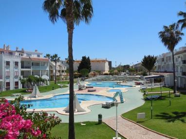 Apartamentos con piscina_2
